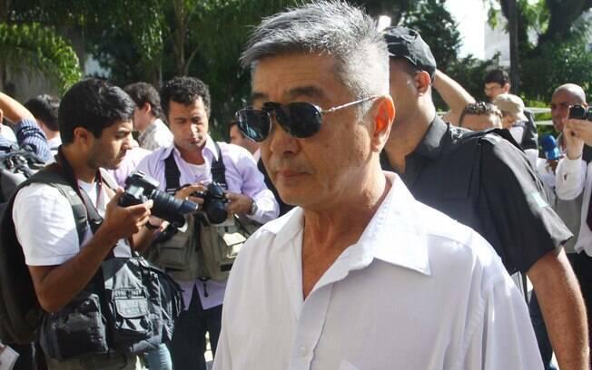 Pai de Mércia Nakashima chega ao julgamento de Mizael Bispo dos Santos no Fórum Criminal de Guarulhos, nesta segunda
