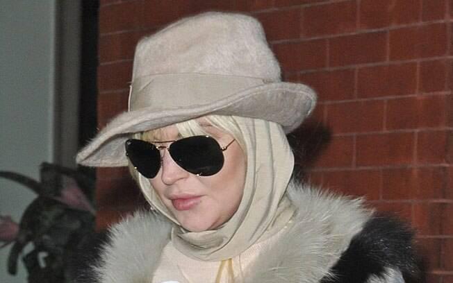 Lindsay Lohan esconde o rosto em Nova York