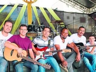 Jovens Adoradores.  Grupo é formado por Wilkinson, Renan, Keven, José Roberto, João Marcos e Felipe