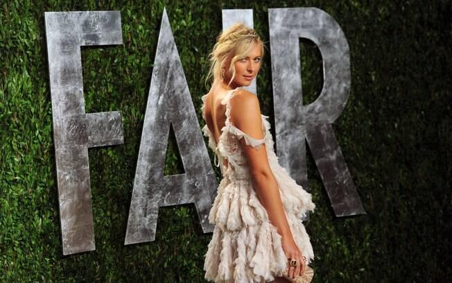 Tenista russa Maria Sharapova deixou o longo  de lado para a festa em Hollywood