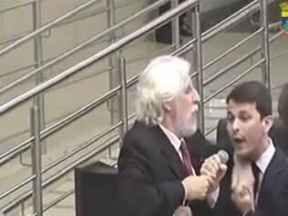 Vereadores disputaram o microfone durante reunião