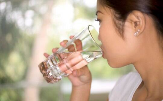 Água engorda? Se beber gelada, pode emagrecer? Mitos e verdades sobre o  líquido - Alimentação - iG
