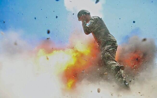 Última foto registrada pela americana Hilda Clayton mostra explosão durante treinamento no Afeganistão