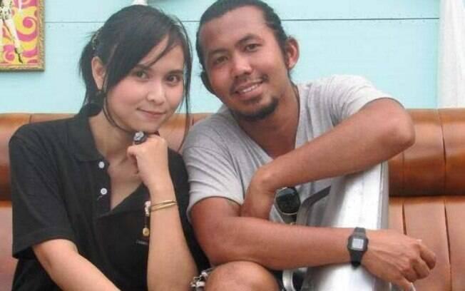 Casamento no velório, Tailândia: o casal namorava havia 10 anos e tinha planos de casar, até que ela sofreu um acidente e morreu na noite de Ano Novo. Foto: Reprodução/Youtube