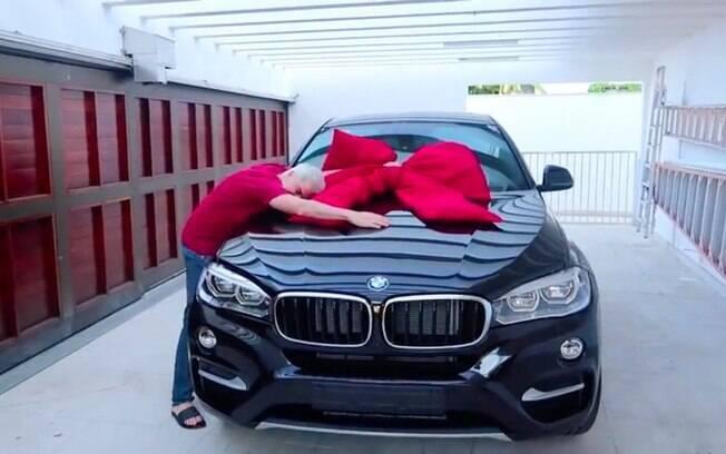 Felipe Neto comprou o seu primeiro carro. Por incrível que pareça, é um BMW X6i