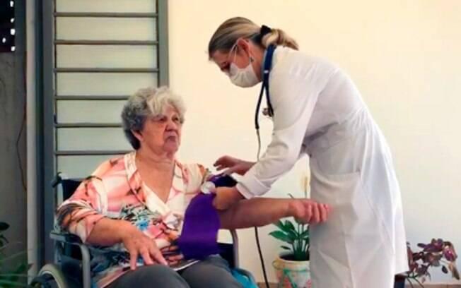 Médicos voluntários atendem pacientes na área de cobertura do Centro de Saúde do San Martin