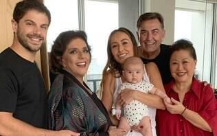 """Duda Nagle agita web ao compartilhar foto da """"família de Zoe"""""""