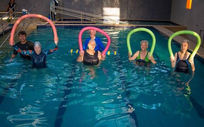 Residencial Santa Cruz faz idoso aproveitar o verão com saúde e disposição