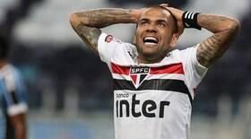 Flamengo debate contrato com Daniel Alves