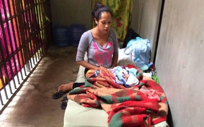 Bebê recém-nascido ficou com a mãe em cela de apenas dois metros quadrados em delegacia de São Paulo