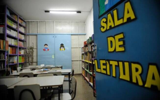 Escolas públicas precisam construir mais de 64,3 mil bibliotecas até 2020 para cumprir meta prevista em lei