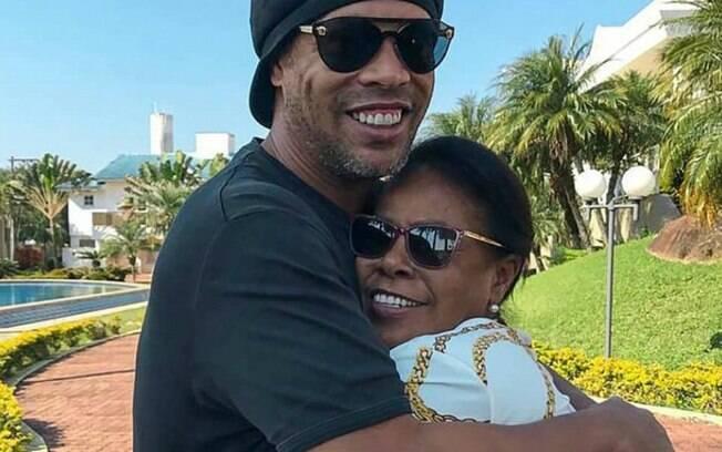 Ronaldinho Gacho revela que me est no CTI com Covid-19: 'Estamos na luta para que ela se recupere'