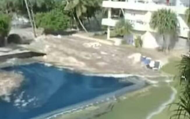 Resorts foram invadidos pelas ondas gigantescas vindas da praia (arquivo). Foto: Reprodução/Youtube