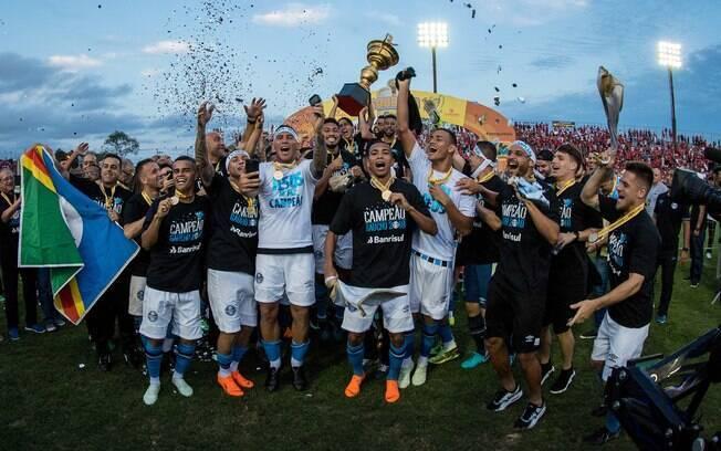 Time do Grêmio comemora o título do Campeonato Gaúcho de 2018