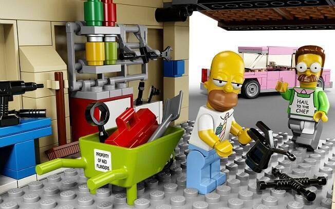 Homer e Ned Flanders, agora em Lego