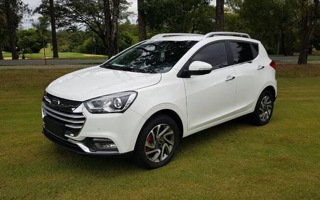 JAC T40 CVT: nova versão do modelo deve ajudar a marca a aumentar suas vendas no Brasil em 2018