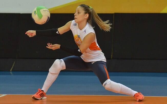 Camila Brait - líbero - mais uma prata da  casa de Osasco e outra aspirante a seleção  brasileira. Já passou pelo time nacional, mas  ficou fora de Londres
