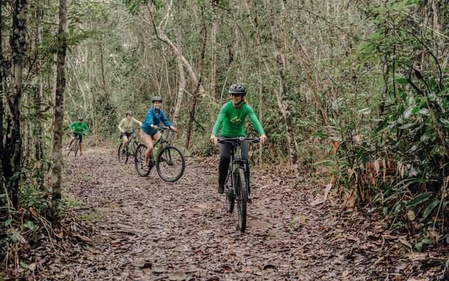 pessoas andando de bicicleta no Parque Nacional do Pau Brasil