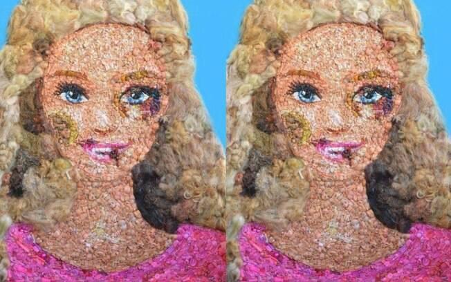 Barbie com hematomas representa violência doméstica