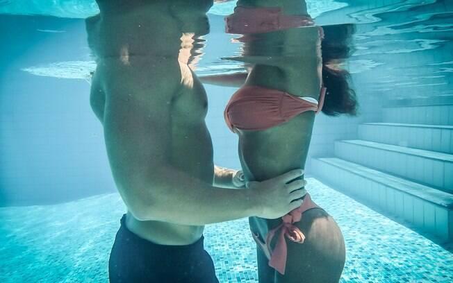 O sexo na piscina pode facilitar a transmissão de IST's, deixar a região íntima mais sensível e irritada