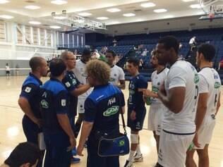 Cruzeirenses estranharam a bola do jogo, diferente da utilizada nos jogos oficiais no Brasil