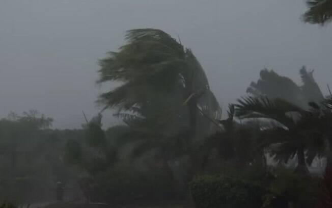Tufão nas Filipinas deixa dois mortos e 3.500 pessoas têm de sair de casa