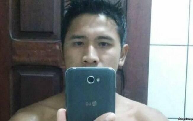 Awipdavi Urueu mantém perfil no Facebook atualizado por meio do celular