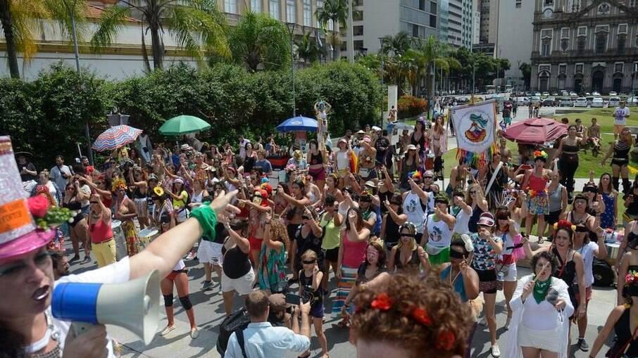Paes já vislumbra carnaval de rua no Rio em 2022