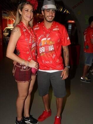 Luana Piovani curte carnaval com o marido, Pedro Scooby