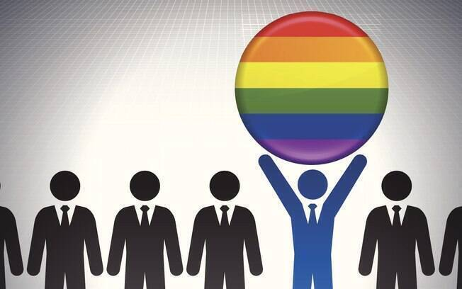 Ex-funcionário de loja diz que começou a sofrer homofobia após platinar os cabelos.