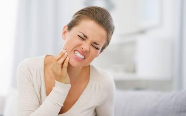 Entre as consequências da periodontite estão desde a perda dos dentes até doenças cardíacas