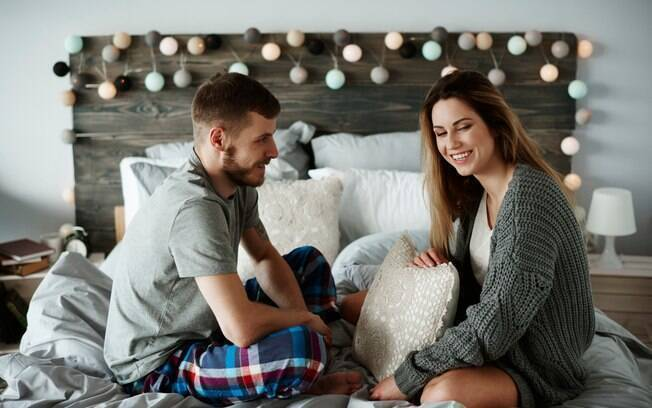 Manter o diálogo aberto é uma das formas de como manter o romantismo do casamento