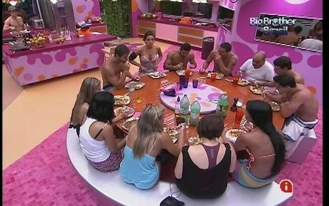Brothers se divertem durante almoço preparado por João Carvalho