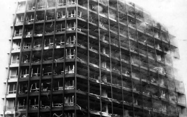 Durante o incêndio no Edifício Joelma, Centro de São Paulo, em 01 de fevereiro de 1974, 191 pessoas morreram e 300 ficaram feridas