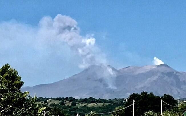 Vulcão Etna entrou em erupção na sexta-feira