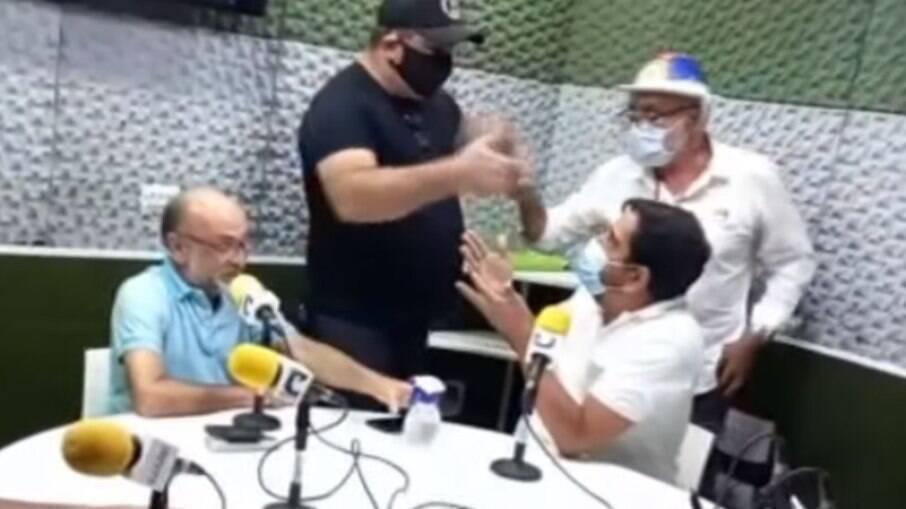 Homens ameaçam locutor Junior Albuquerque após ele criticar Bolsonaro