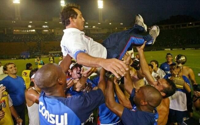 Na final contra outra zebra, o Paulista, o São Caetano venceu os dois jogos e se sagrou campeão em 2004