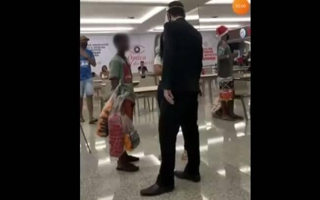 Seguranças abordaram meninos negros que lanchavam na praça de alimentação do shopping