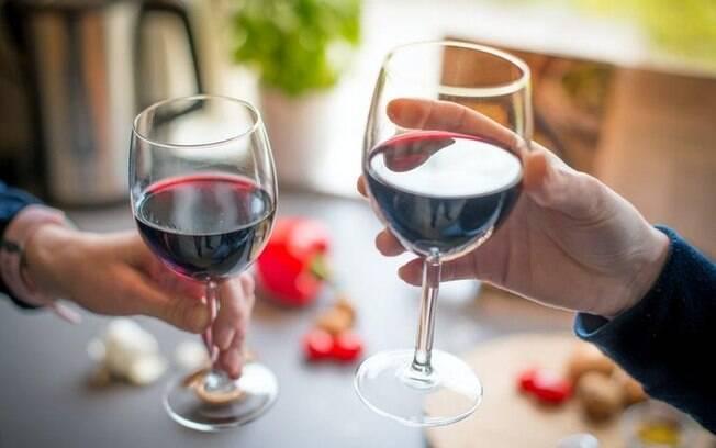 5 simpatias com vinho para o amor