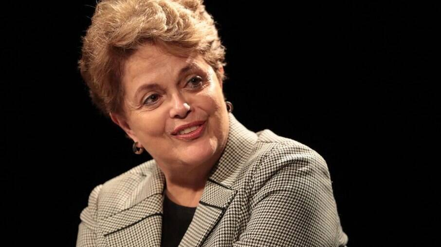 Assessoria da ex-presidente informa que a expectativa é de que Dilma receba alta ainda nesta terça-feira (25)
