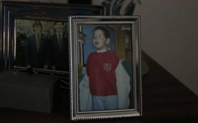 Fotos de família estão espalhadas pelo apartamento de Graham, como a do filho, Alex, que morreu aos nove anos