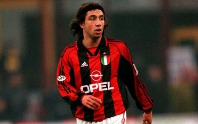 Jose Mari com a camisa do Milan