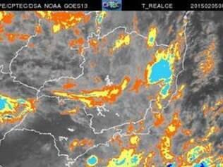Imagens de satélite mostram  que um sistema de baixa pressão prevalece sobre todo o Estado, o que favorece o surgimento de muitas áreas de instabilidades (tons cinza, laranja e azul claro)