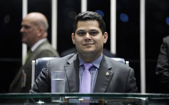 Davi Alcolumbre, de 41 anos de idade, foi eleito no sábado (2) com 42 votos, ainda no primeiro turno