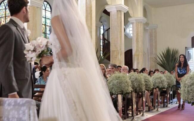 Zuleika aparece na igreja e diz que tem algo contra o casamento
