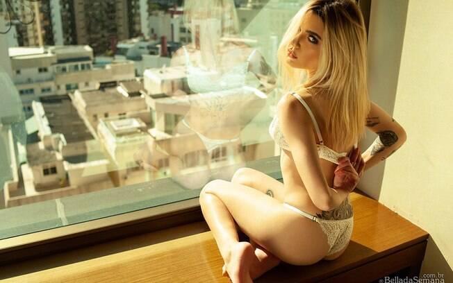 Kessy Luchmann posa sensual para o Bella da Semana