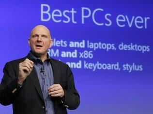 Steve Ballmer, presidente da Microsoft, diz que Microsoft uniu o melhor dos tablets e dos PCs com o Windows 8