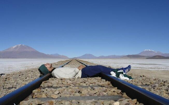 Arthur Simões em Bolívia, no Salar de Uyuni. Nos três anos da viagem, ele passou longos períodos sem companhia