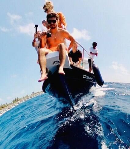 Nas Maldivas, Caio Castro posta primeira foto com Grazi
