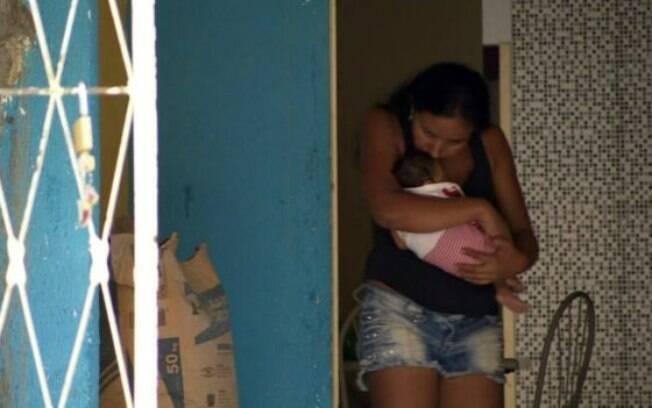 Mães de bebês com microcefalia sofrem com abandono de pais em Campina Grande
